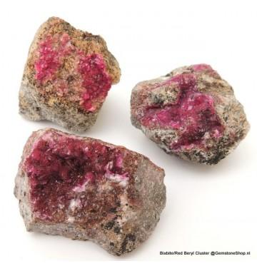 Bixbiet (rode beryl) cluster