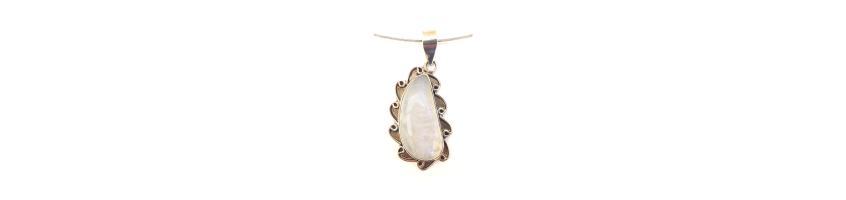 Pendants in different shapes in gemstoneshop